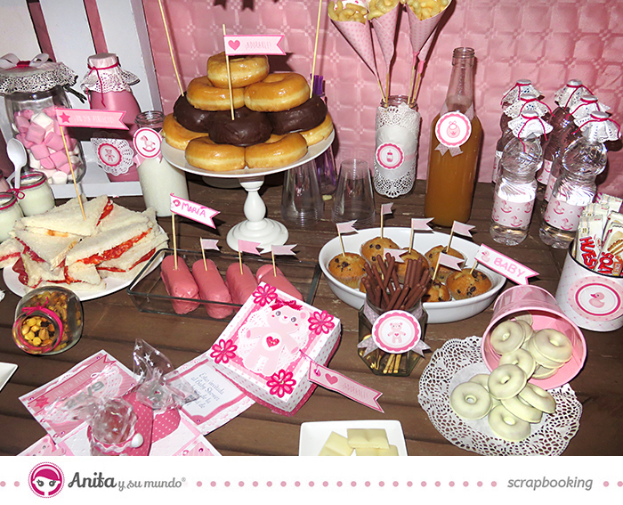 Candy bar para baby shower hecha con papel scrapbook