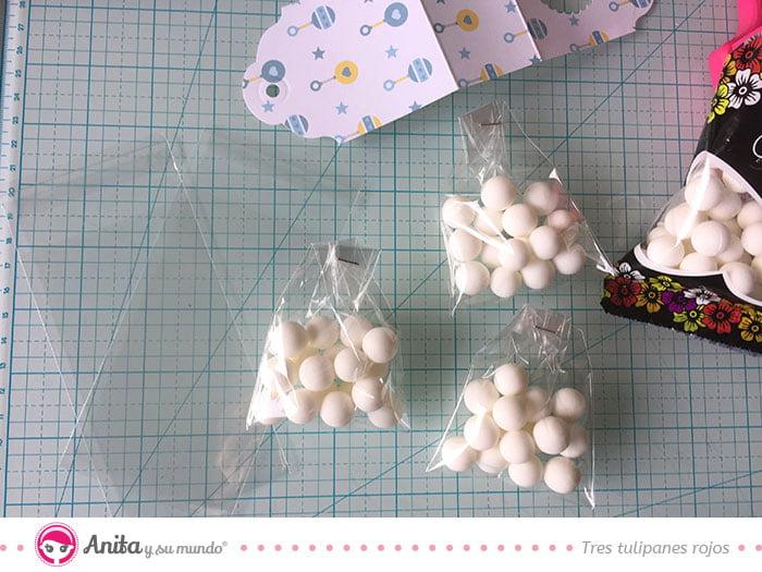 cómo colacar chuches en bolsas de papel