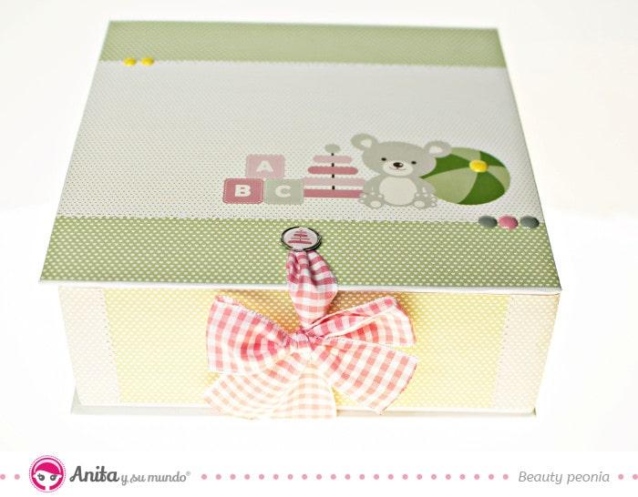 caja de regalos para bebé hecha a mano