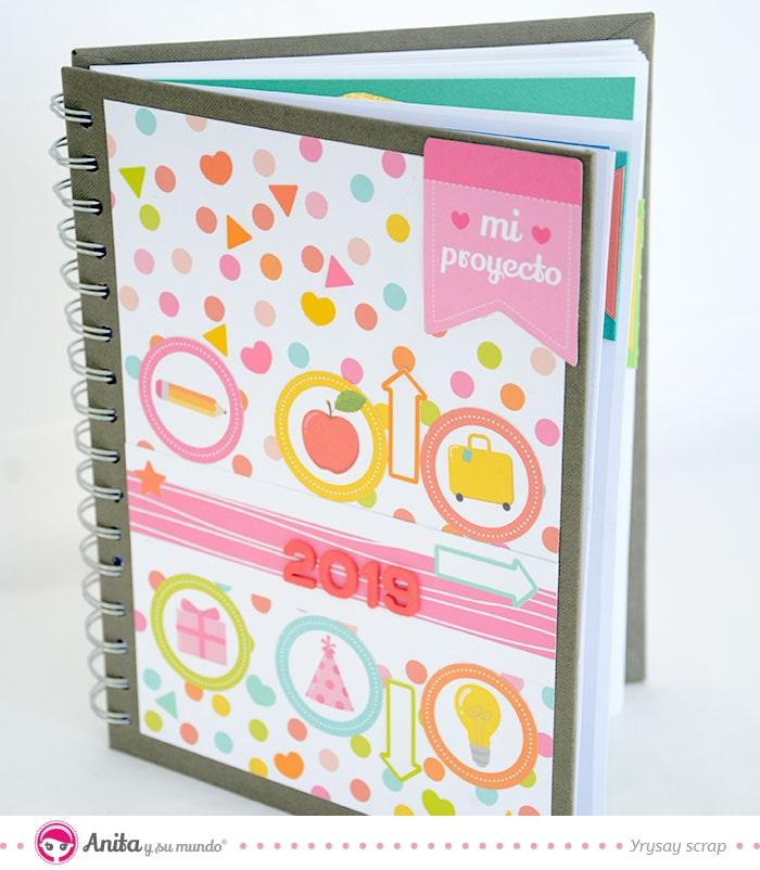 cómo tunear una agenda con papel scrapbooking